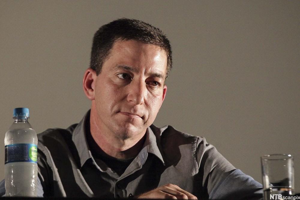 Glen Greenwald deltar i en debatt sammen med Jeremy Scahill  under Rio internasjonale filmfestival høsten 2013.