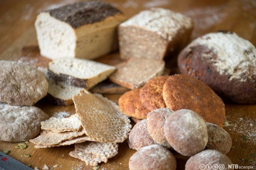 Ulike typer brød og flatbrød som er glutenfri.Foto