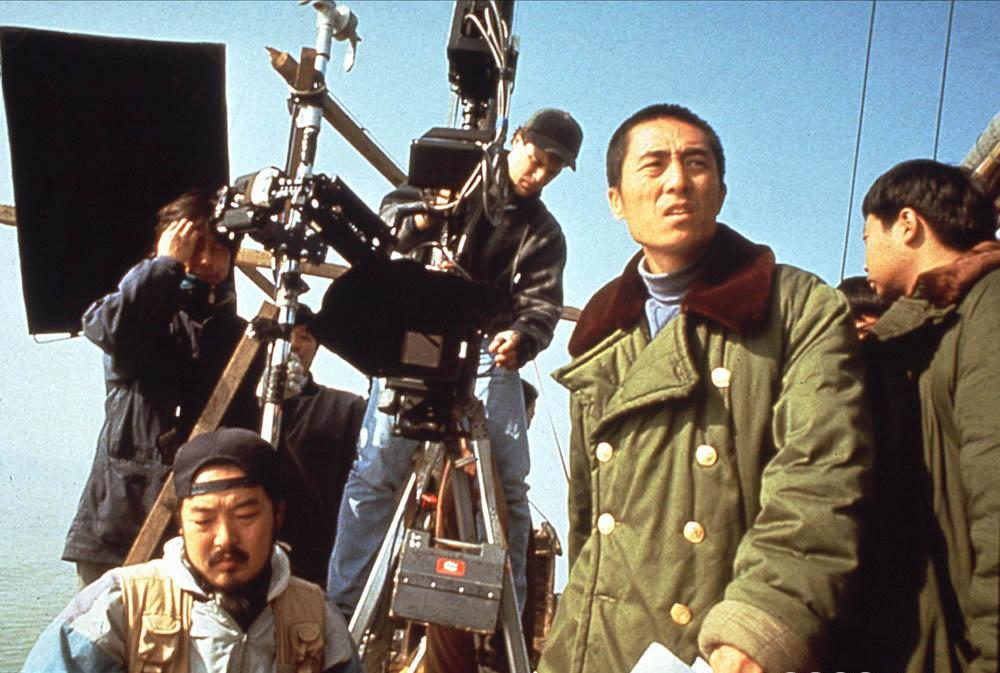 Regissør Zhang Yimou på settet til filmen Shanghai Triad. Foto.