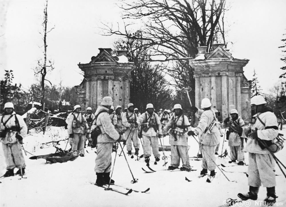 Finske skitropper under vinterkrigen mot Sovjetunionen, vinteren 1939-40. Foto.