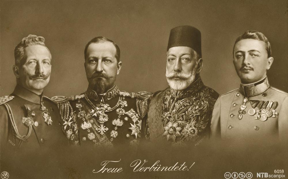 De fire allierte sentralmaktene under første verdenskrig. Fra venstre den tyske keiser Wilhelm 2., Ferdinand 1. av Bulgaria, den ottomanske sultan Mehmed V og Karl 1. av Østerrike. Foto.