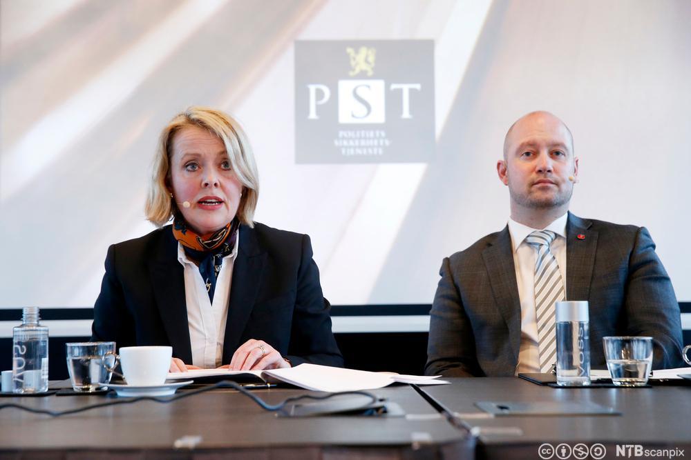 Sjef for PST og justisministeren. Foto.