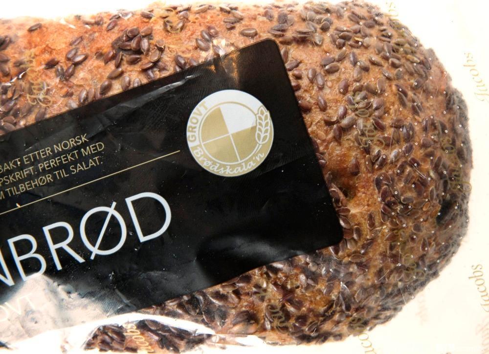 Brød i gjennomsiktig pose, med grovmerking. Foto.