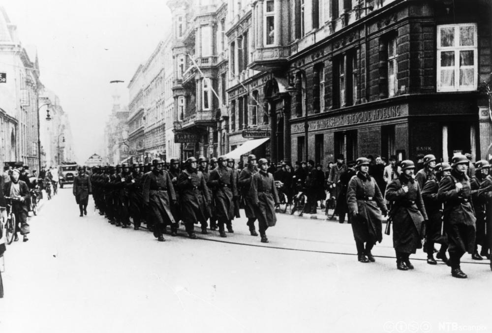 Tyske tropper marsjerer i København i april 1940. Foto.