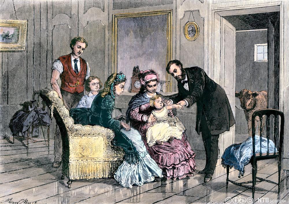 Vaksinasjon mot kopper ved bruk av levende virus. En familie hos en doktor. Vi kan se en ku i døråpningen til et annet rom. Illustrasjon.