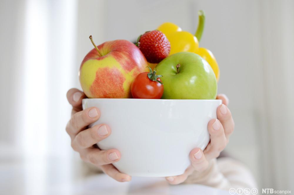 Bolle med frukt og grønnsaker. Foto.