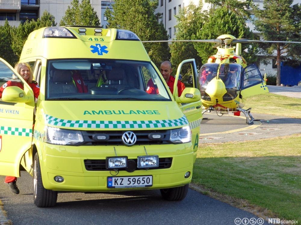 Ambulanse og luftambulanse av typen EC 135. Foto.