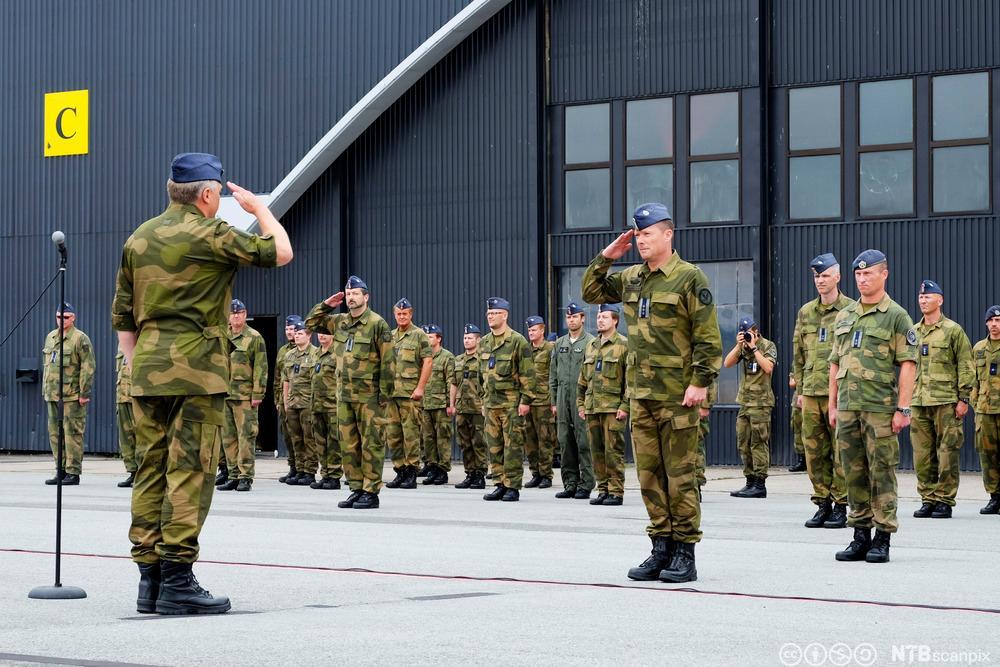 Generalinspektøren for Luftforsvaret hilser. Foto.