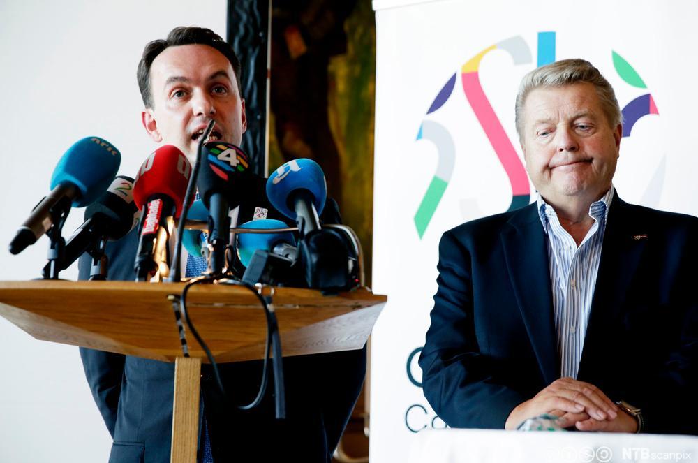 F.v. Byrådsleder og leder i søkerkomiteen, Stian Berger Røsland og president i Norges idrettsforbund, Børre Rognlien under pressekonferansen etter møtet om mulighetsrom for kostnadsreduksjoner i OL-søknaden.