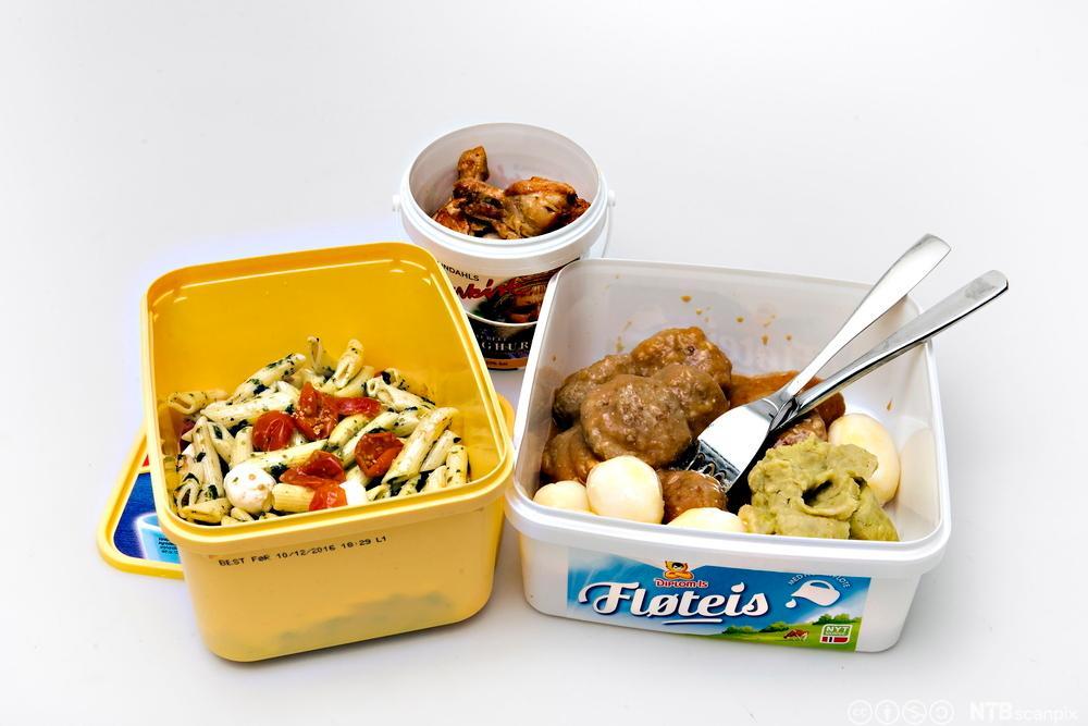 Plastbokser fylt med mat kan frembringe helsefarlige miljøgifter ved oppvarming.