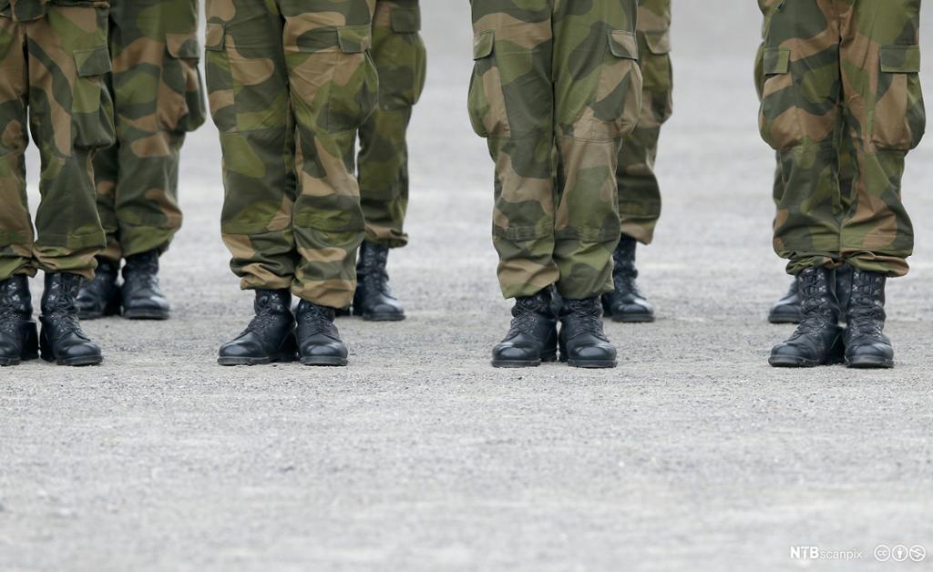 bilde av rekrutter på rekke kledd i uniform