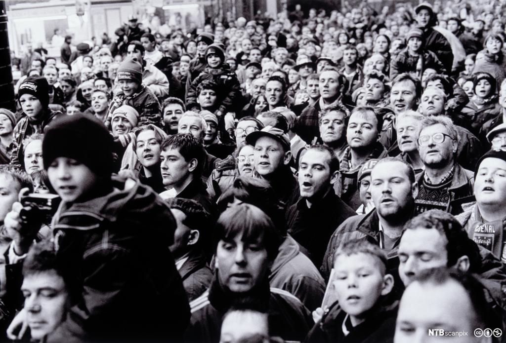 Publikum på fotballkamp i England. Foto.
