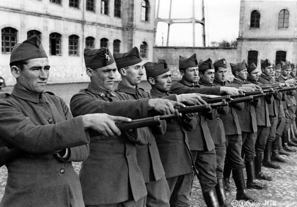Nye rekrutter til Francos hær under den spanske borgerkrigen, 1937. Foto.