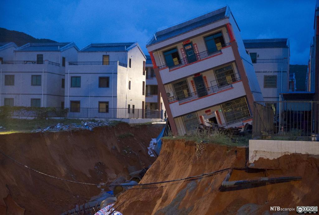 Skadet hus etter tyfonen Vamco traff Lingshui Ethnic Li Atonomous County, Hainan, 4. september 2015. Foto.