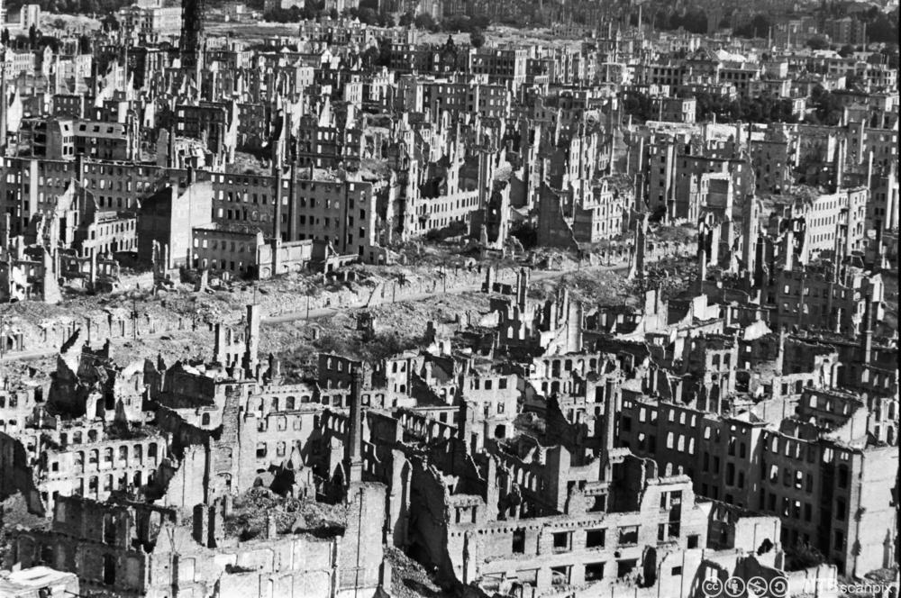 Ruinene av Dresden etter de alliertes bombing i 1945. Foto.