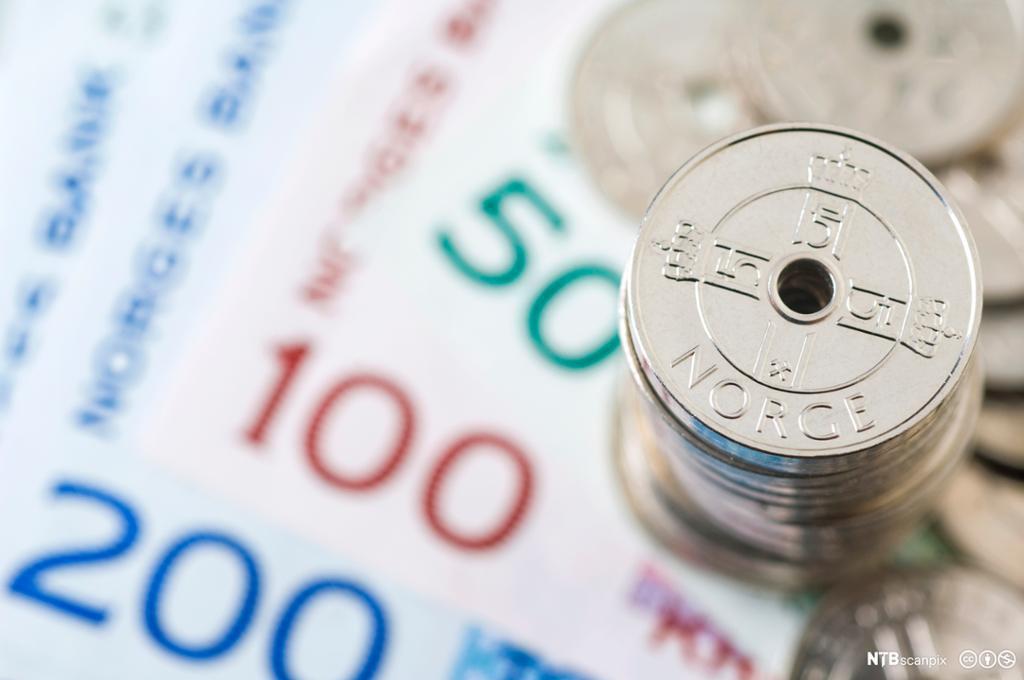 Norske penger. Sedler og mynter. Foto.
