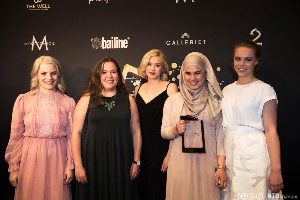 Jentene i Skam med Gullruten-prisen. Foto.