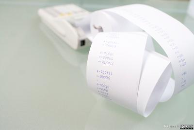 Utskrift fra en regnemaskin. Foto.