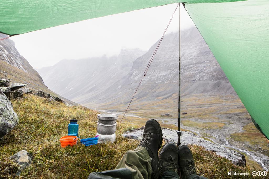 Par camper på fjellet. Foto.