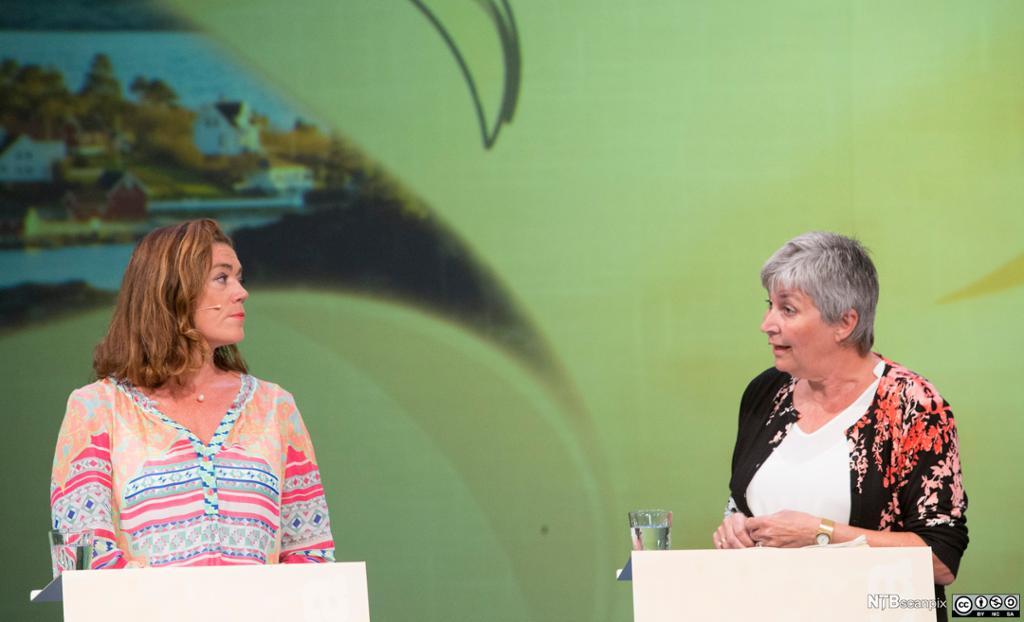 NHO-sjef Kristin Skogen Lund og leder i LO Gerd Kristiansen i debatt under Arendalsuka 2016. Foto.