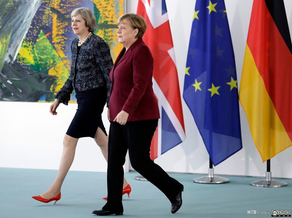 Den britiske statsministeren Theresa May møter den tyske kansleren Angela Merkel i Berlin, november 2016. Foto.