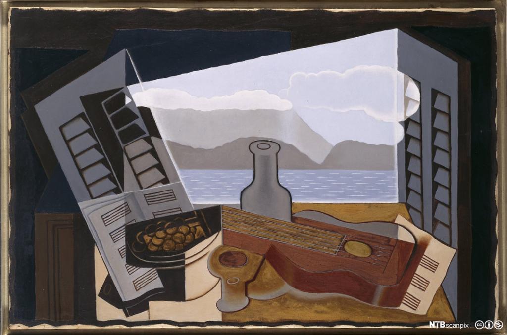 Maleri som viser et vindu med utsikt til vann og kyst, litt skjevt hengende vinduslemmer, og foran vinduet et bord med diverse gjenstander på, blant annet ei flaske, en gitar og noteark.