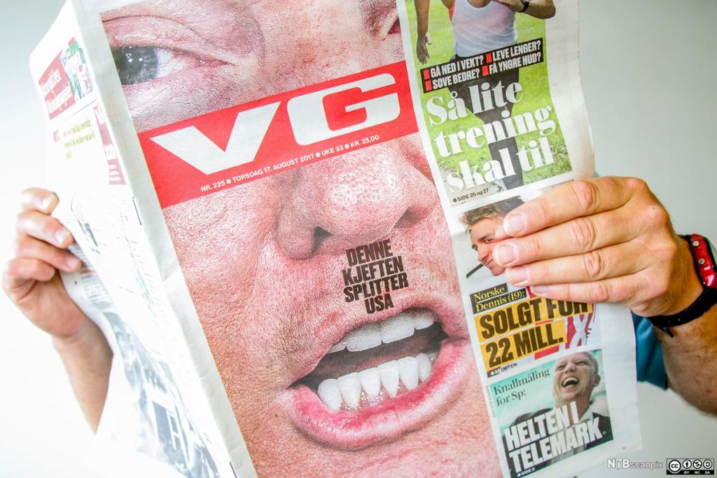 Forsiden til papirutgaven av VG med et bilde av USAs president Donald Trump med hitlerbart. Foto.