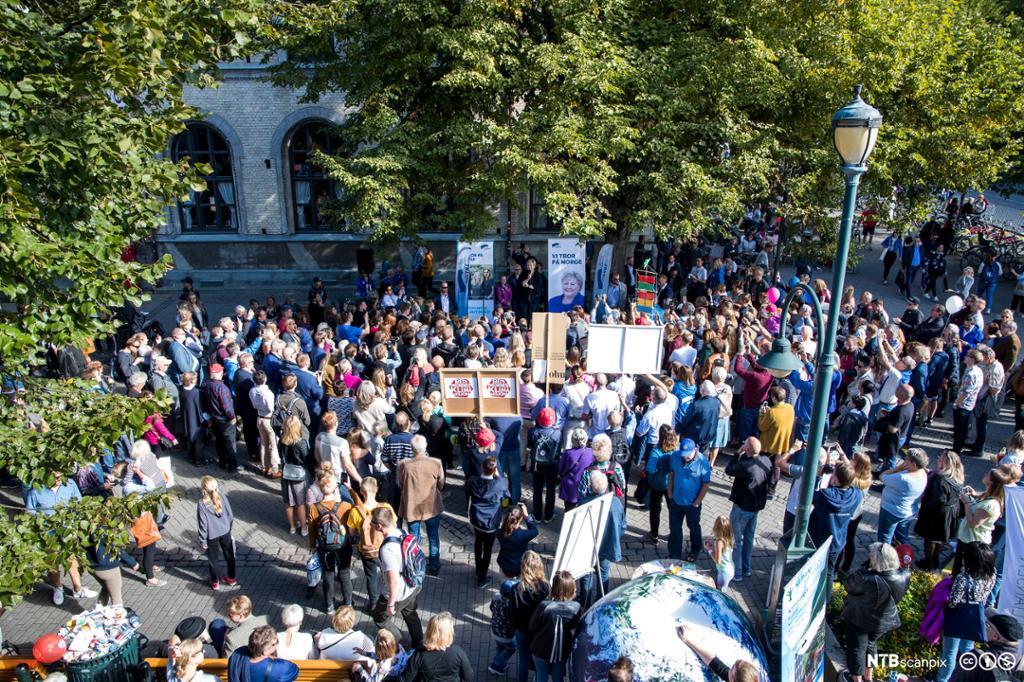 Statsminister Erna Solberg holder appell på Høyre sin valgbod i Trondheim sentrum 2. september 2017. Foto..