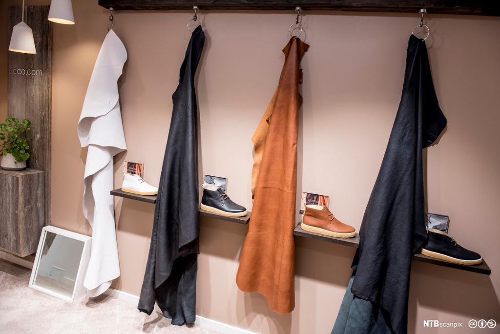 Utstilling av skinn som sko er lagd av