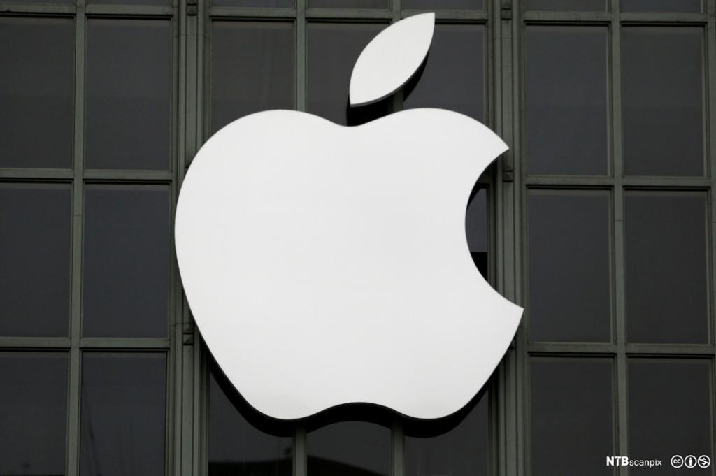 Apple-logoen vises på selskapets bygning i San Francisco, California. Foto.
