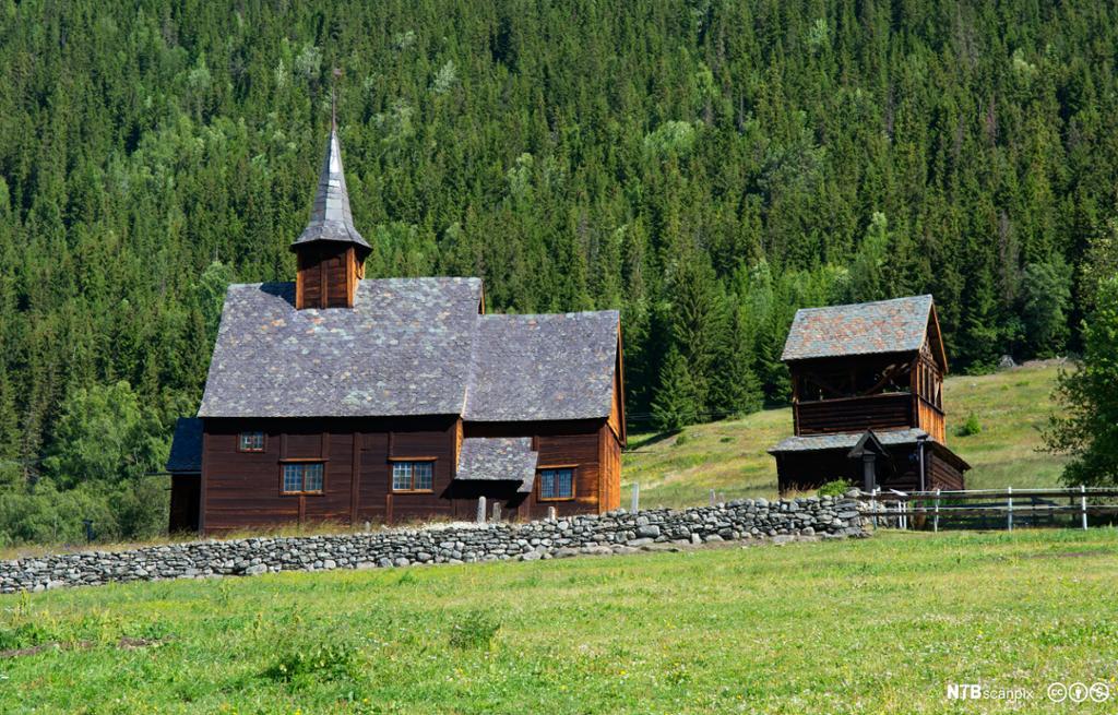 Lomen stavkirke i Vestre Slidre, Oppland fylke. Foto.