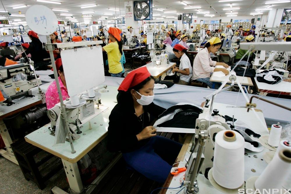 Tekstilfabrikk i Kambodsja. Foto.