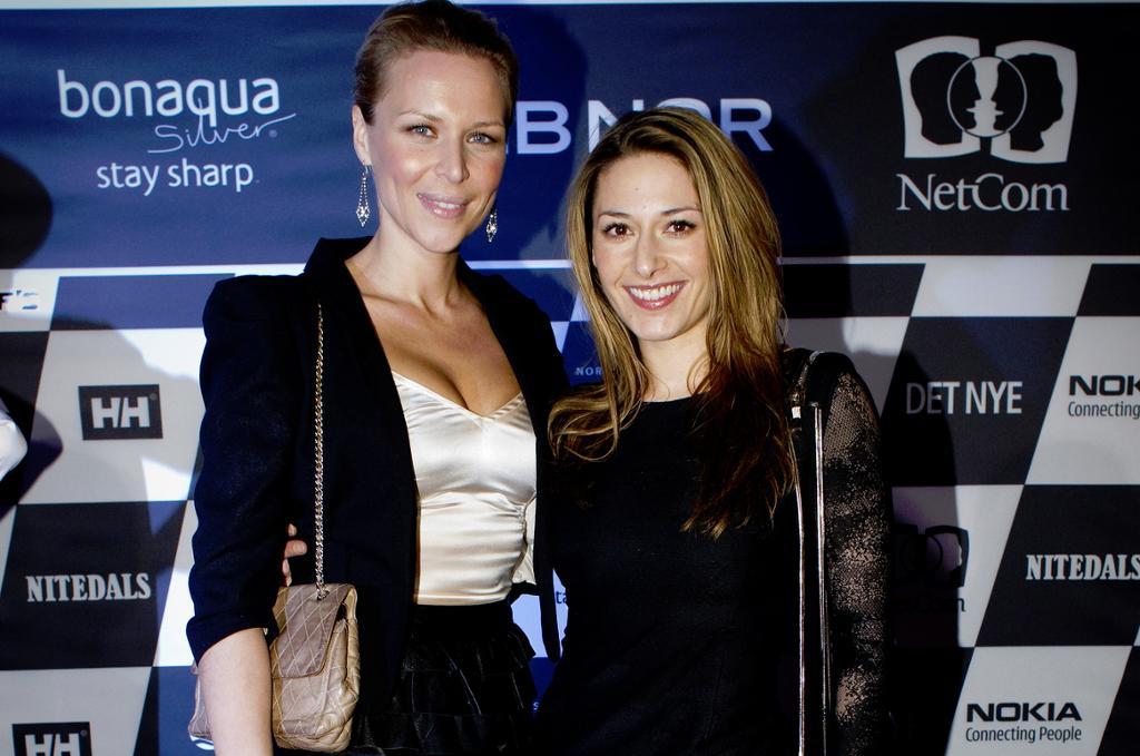 Vanessa Rudjord tv og skuespiller Pia Tjelta ankommer visningen til Moods of Norway under Oslo Fashion Week i 2010.