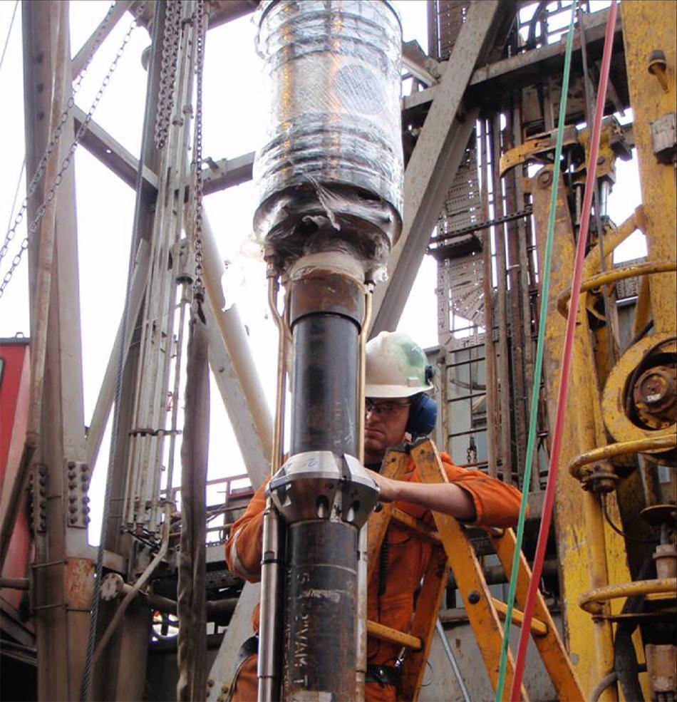Klargjøring av tubing hanger for installasjon. Foto.
