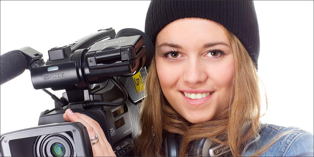 Jente med videokamera. Foto