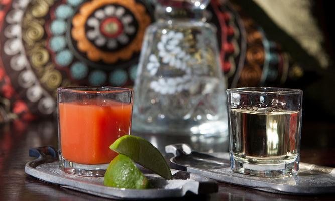 bilde av sangrita og en shot med tequila