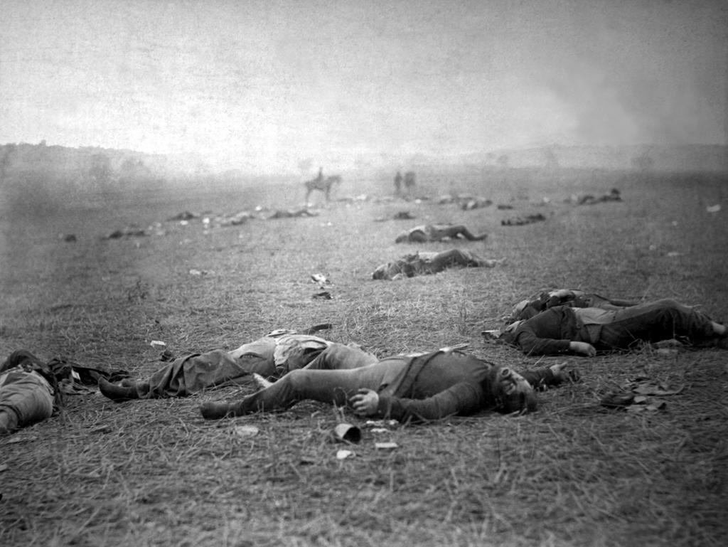 Døde unionssoldater på slagmarken ved Gettysburg i Pennsylvania. Foto.